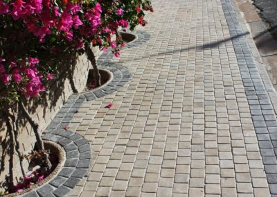 Pavement - Cobbles with Charcoal border