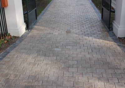 Sandstone Euro Cobble Driveway with Charcoal Border