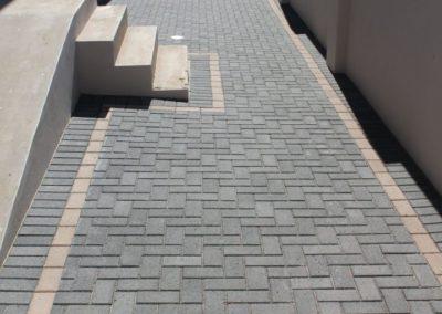 Pathway paving - Charcoal Bond Paver with Tan Border