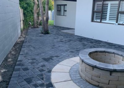 Charcoal Karoo Pavers with Revelstone Braai Pit