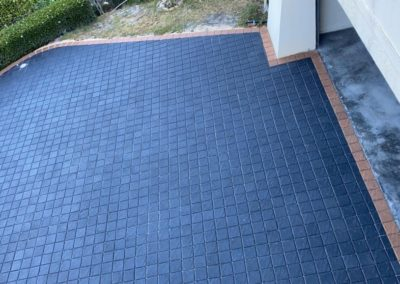 Charcoal Cobble with Light border